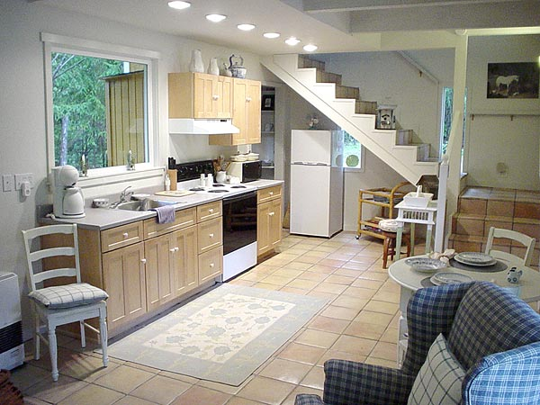 kitchen of mendocino vacation rental cottage